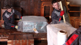 Перевозка мебели в Петергофе