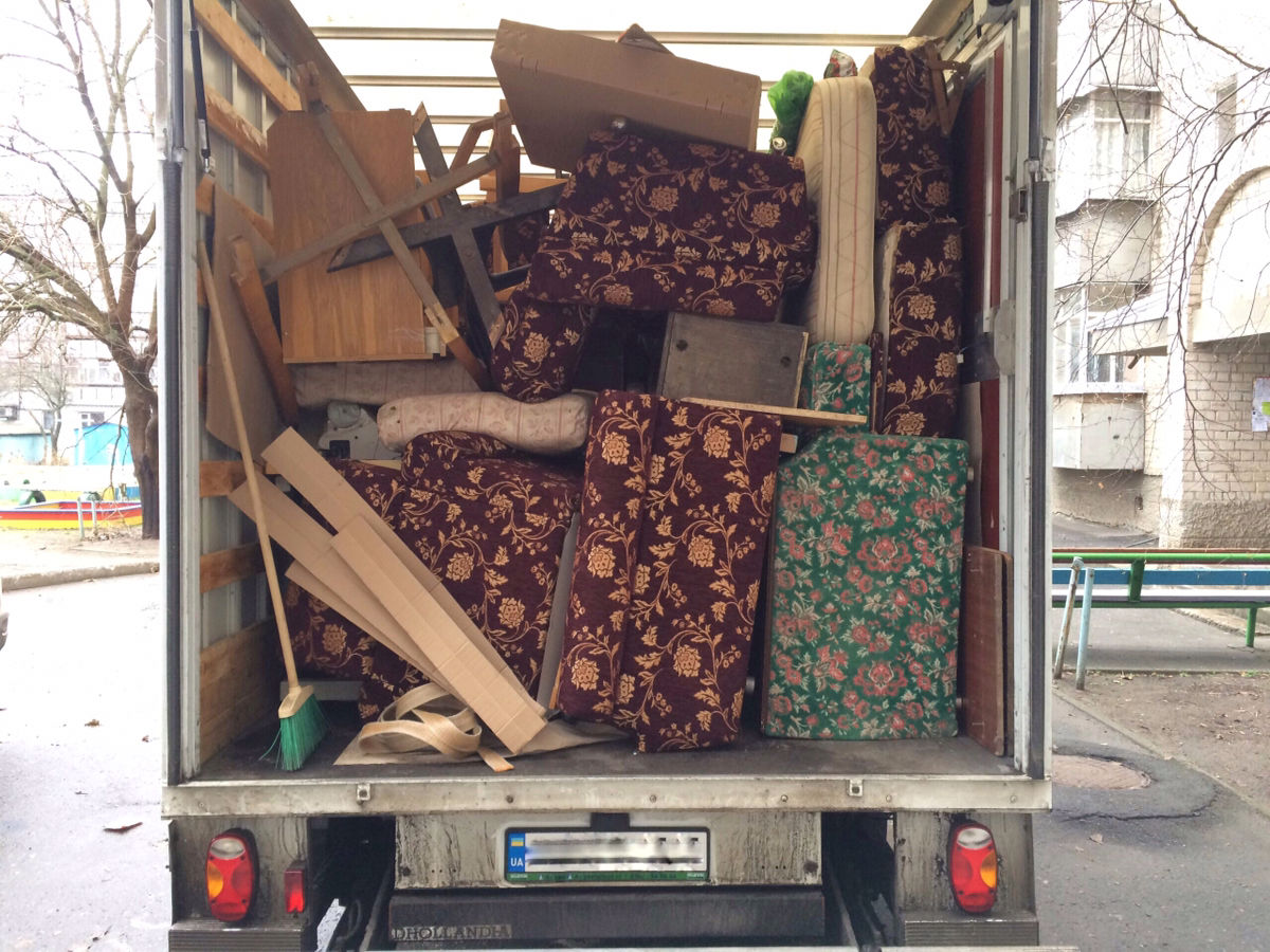 Вывоз старой мебели грузчиками